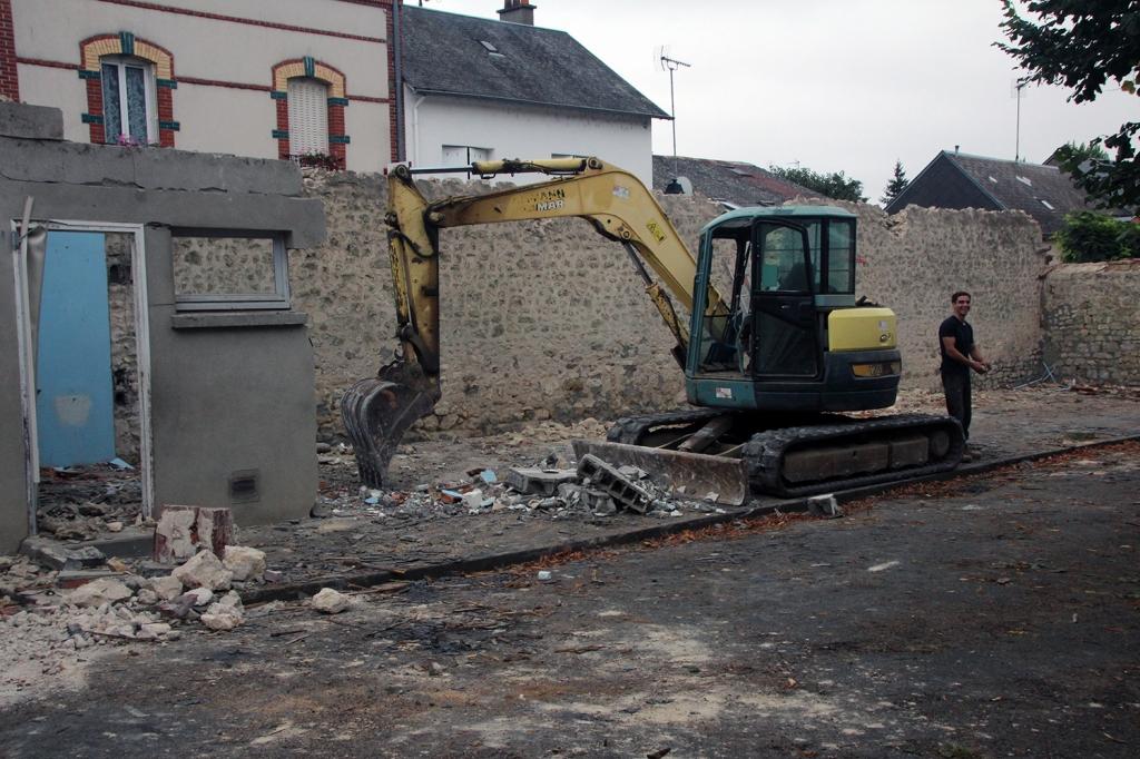 Démontage préau, toilettes et ouverture sur rue de Loigny