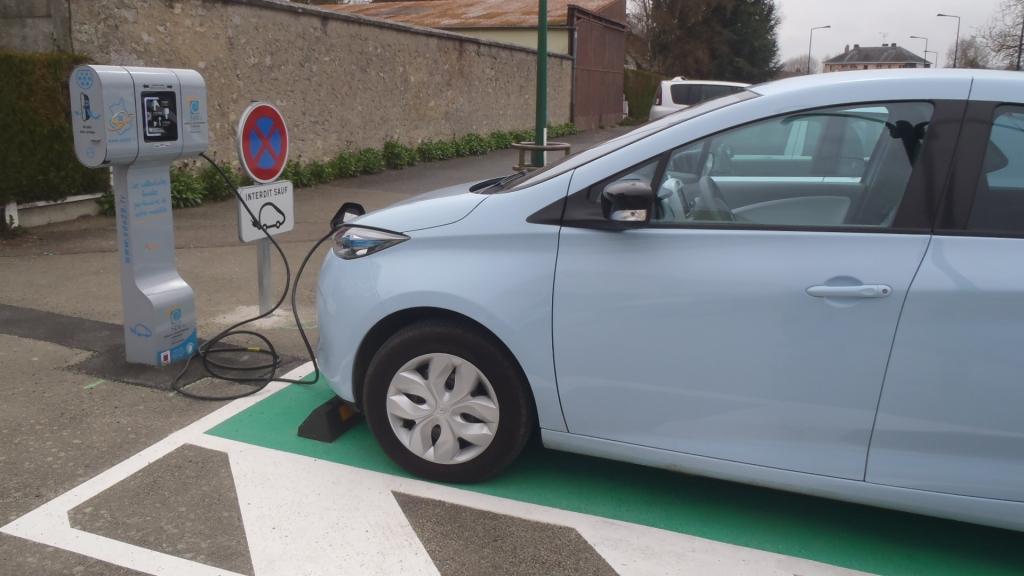 Borne de chargement véhicule électrique Bd Maurice Viollette